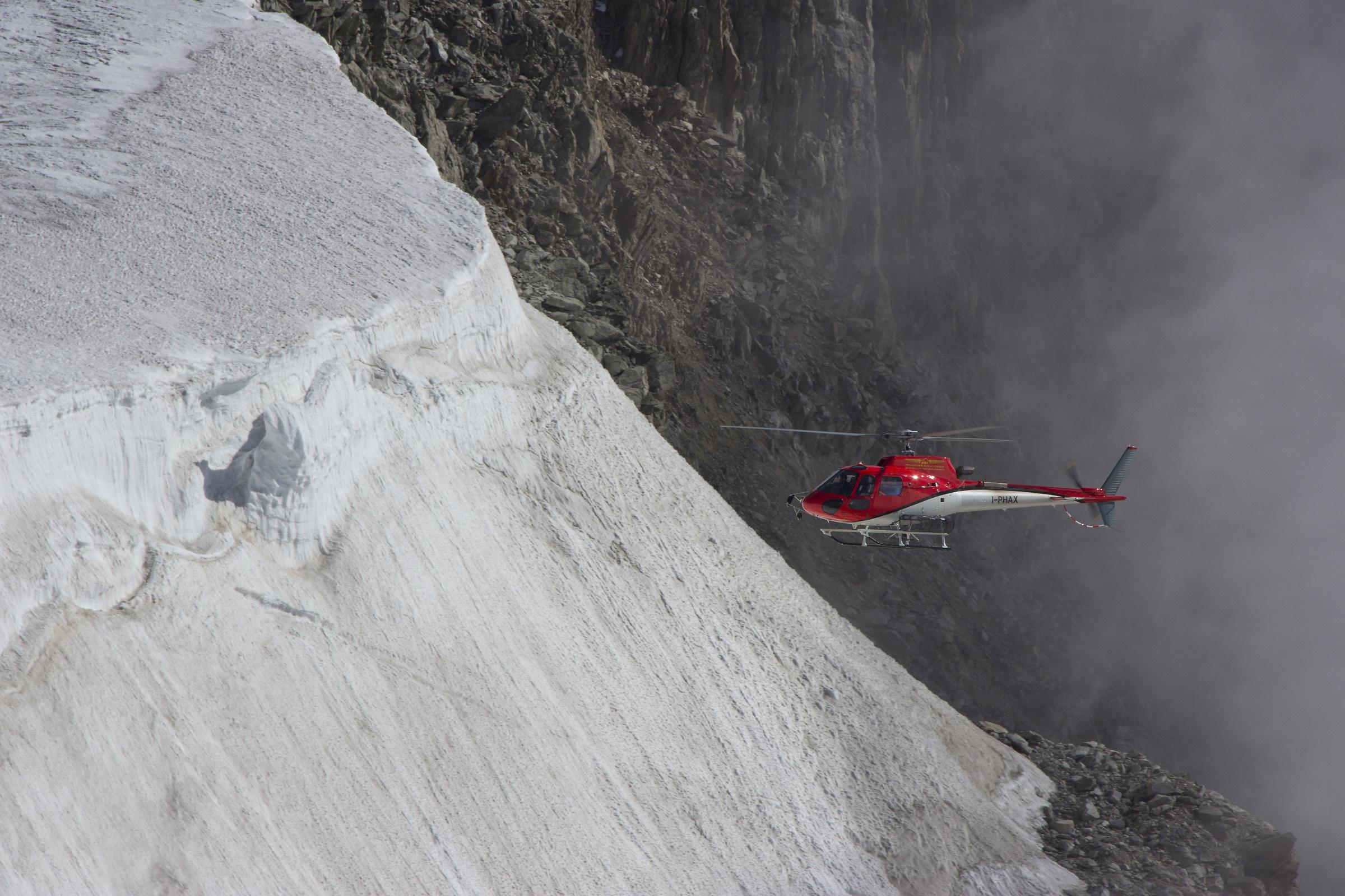 elisoccorso in azione ,ghiacciai del monte bianco...