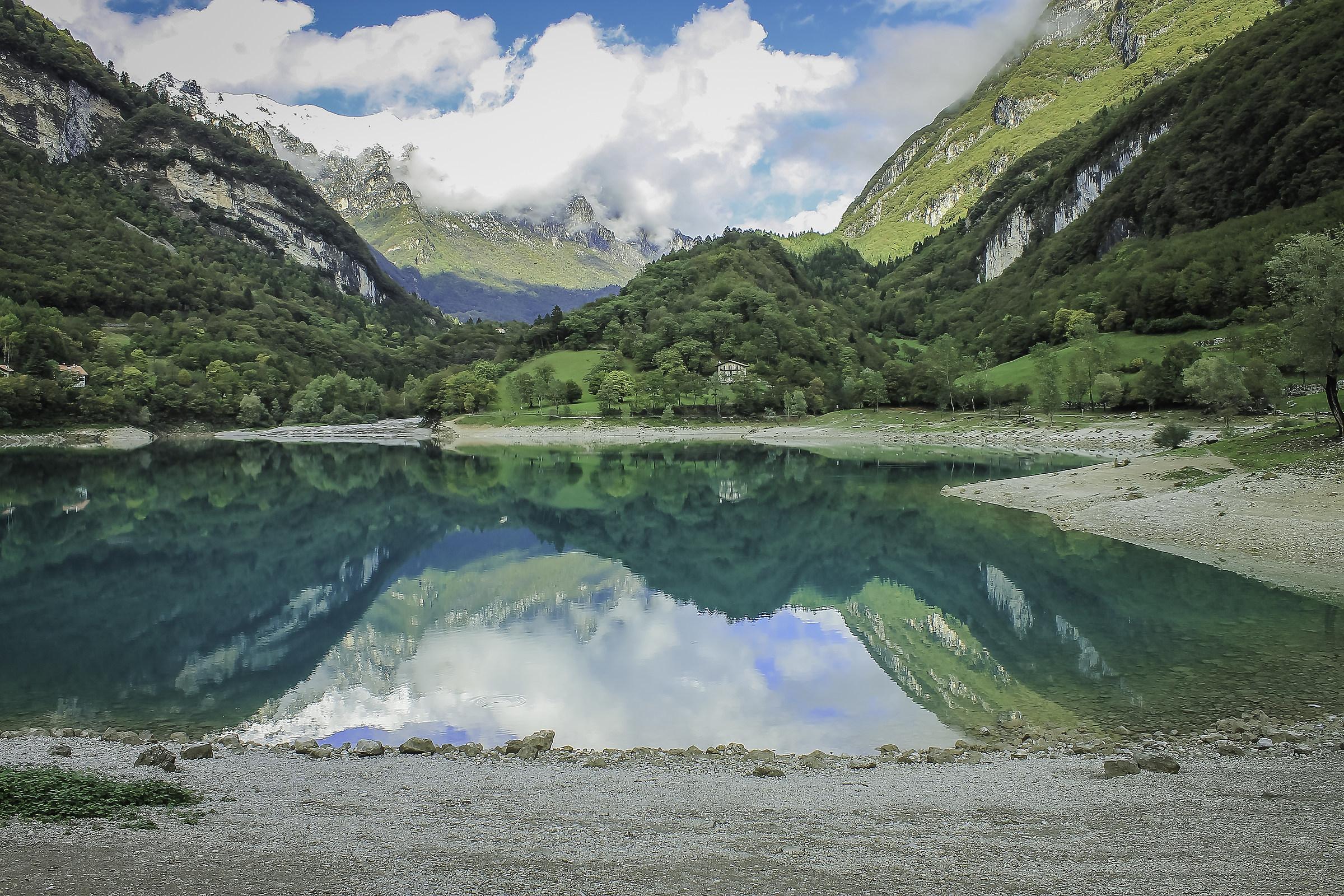 Mirror - Lake Tenno...