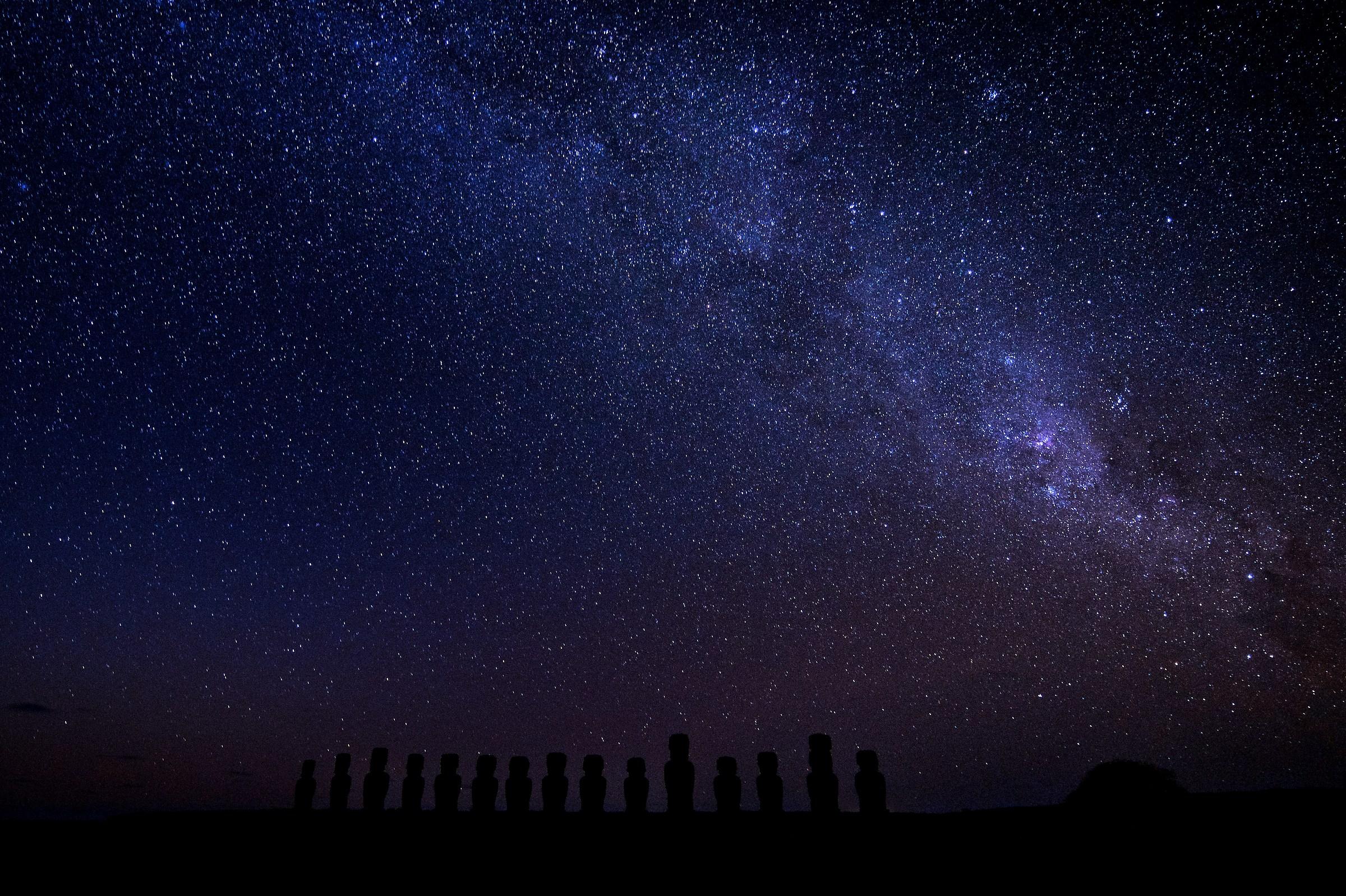 15 moai under the Milky Way...