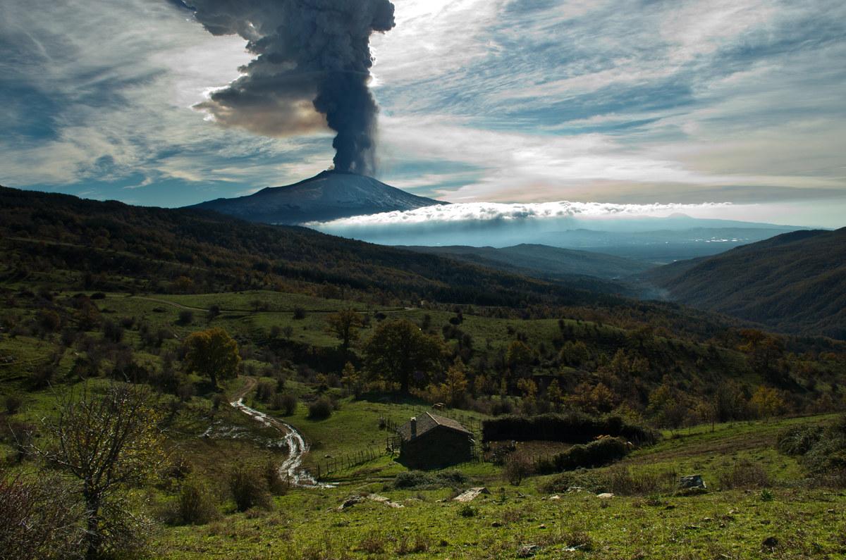 Etna eruption of 4 December...