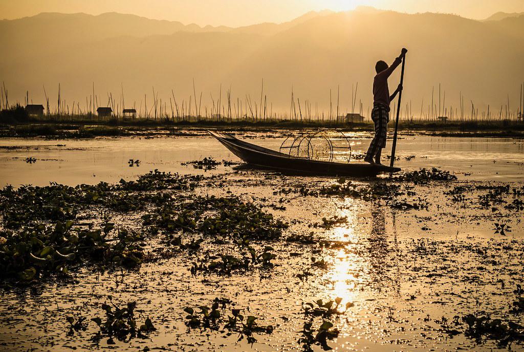 Sunrise on Inle Lake (Myanmar)...