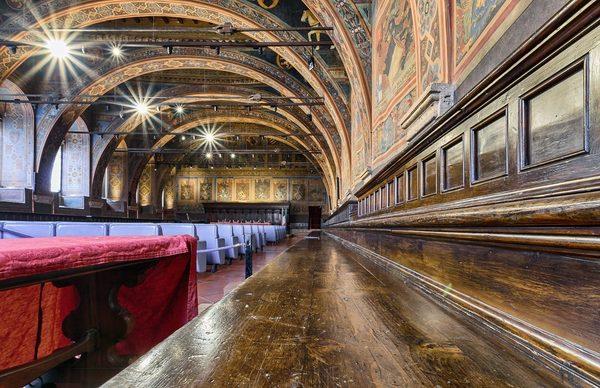 Interno palazzo dei priori juzaphoto for Interno j
