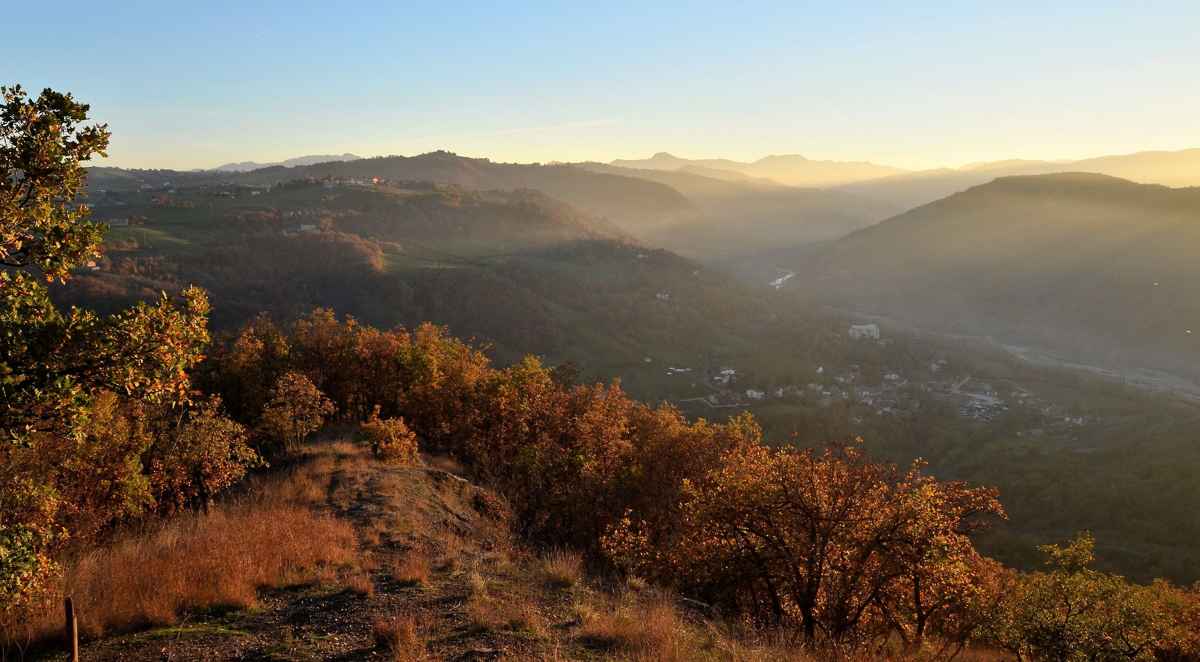 La valle dell'Enza dalla Rupe di Campotrera-2...