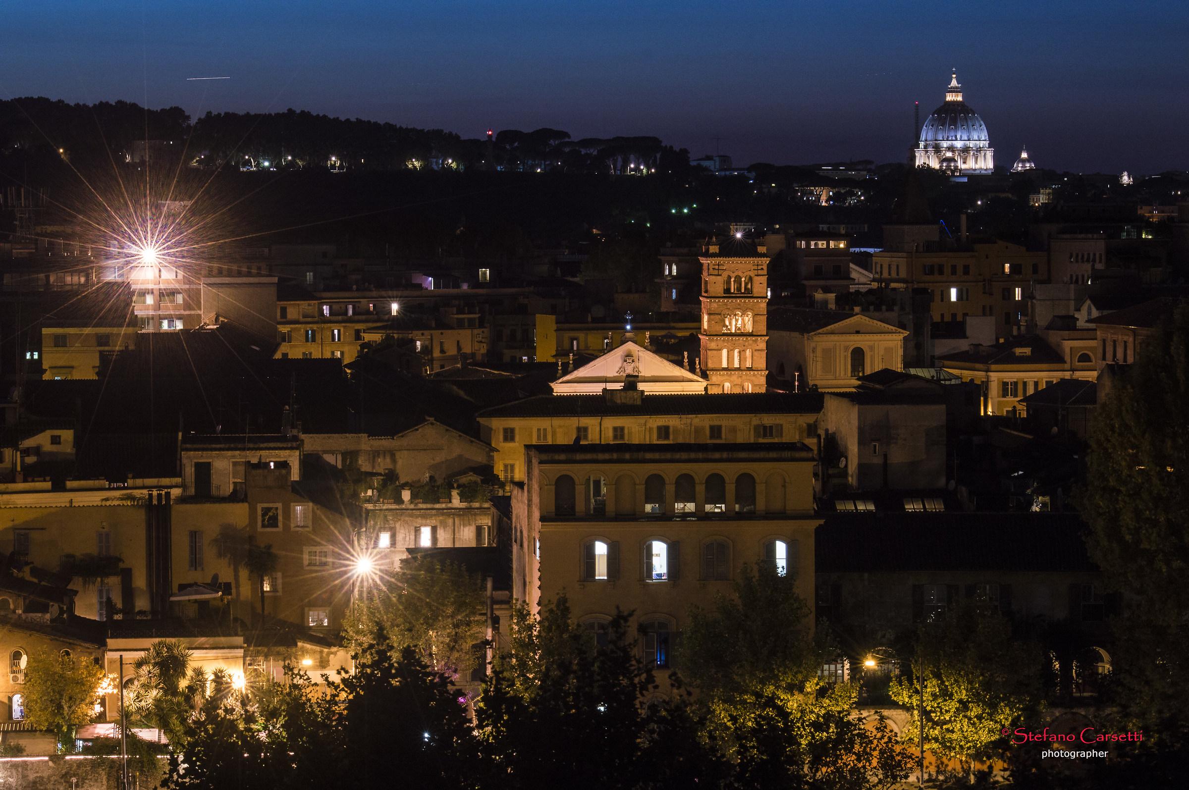 Panorama notturno dall'Aventino...