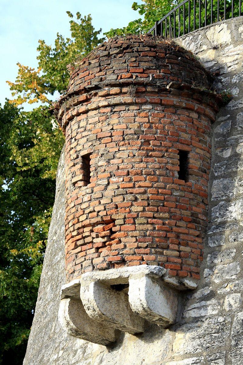 particolare del castello...