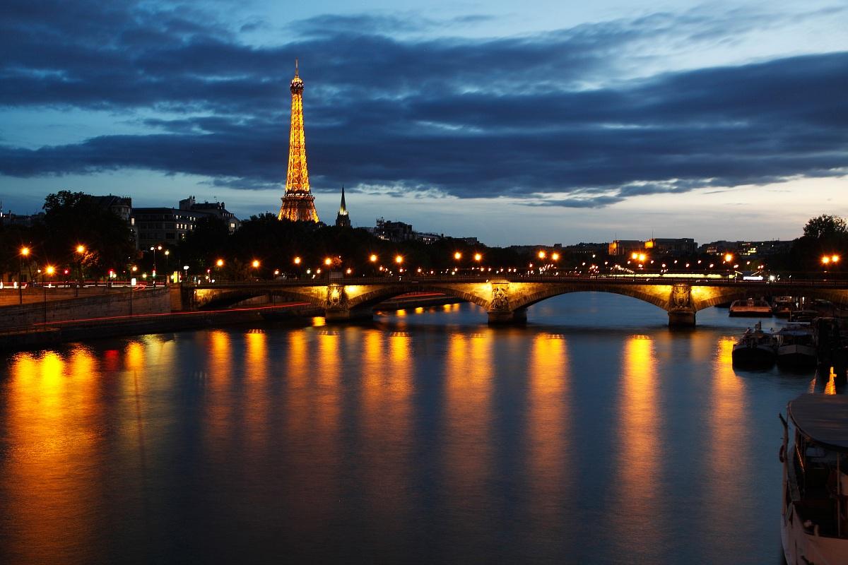 Parigi - La Tour Eiffel vista dalla Senna...
