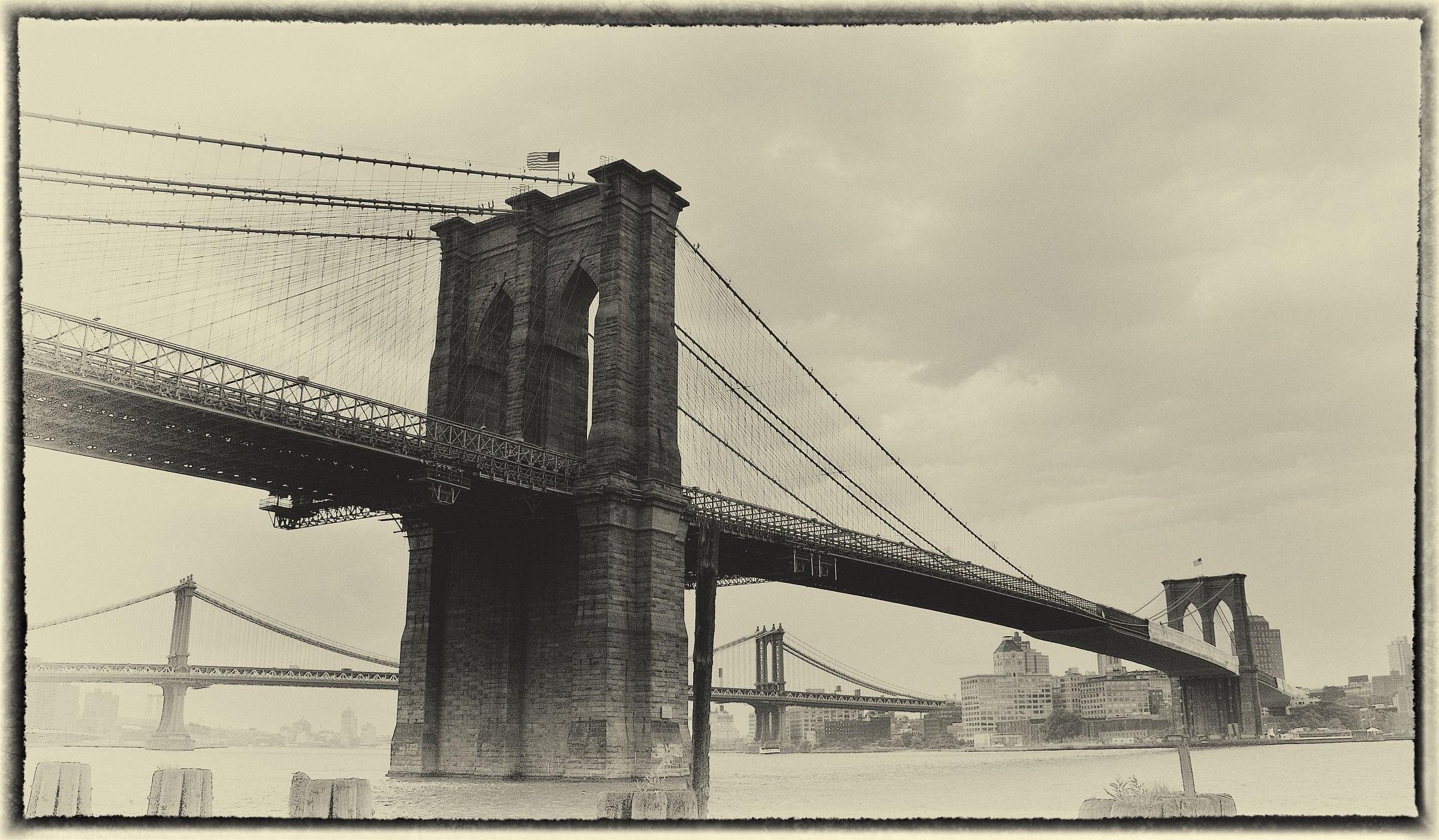 New York - Brooklyn Bridge...