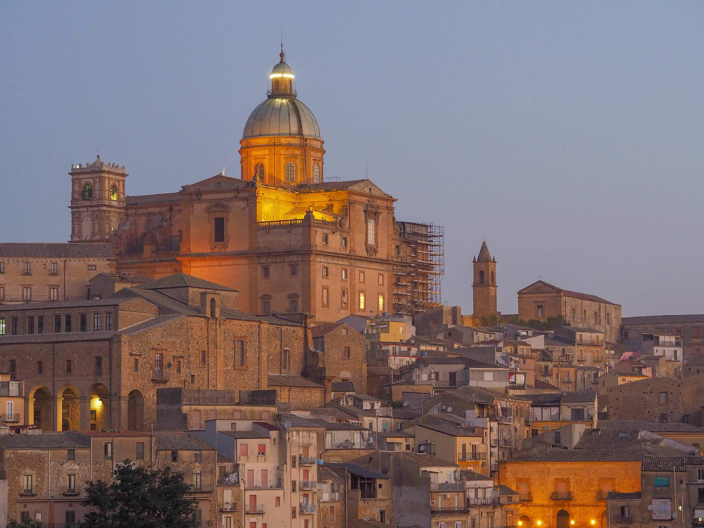 L'alba al centro storico...