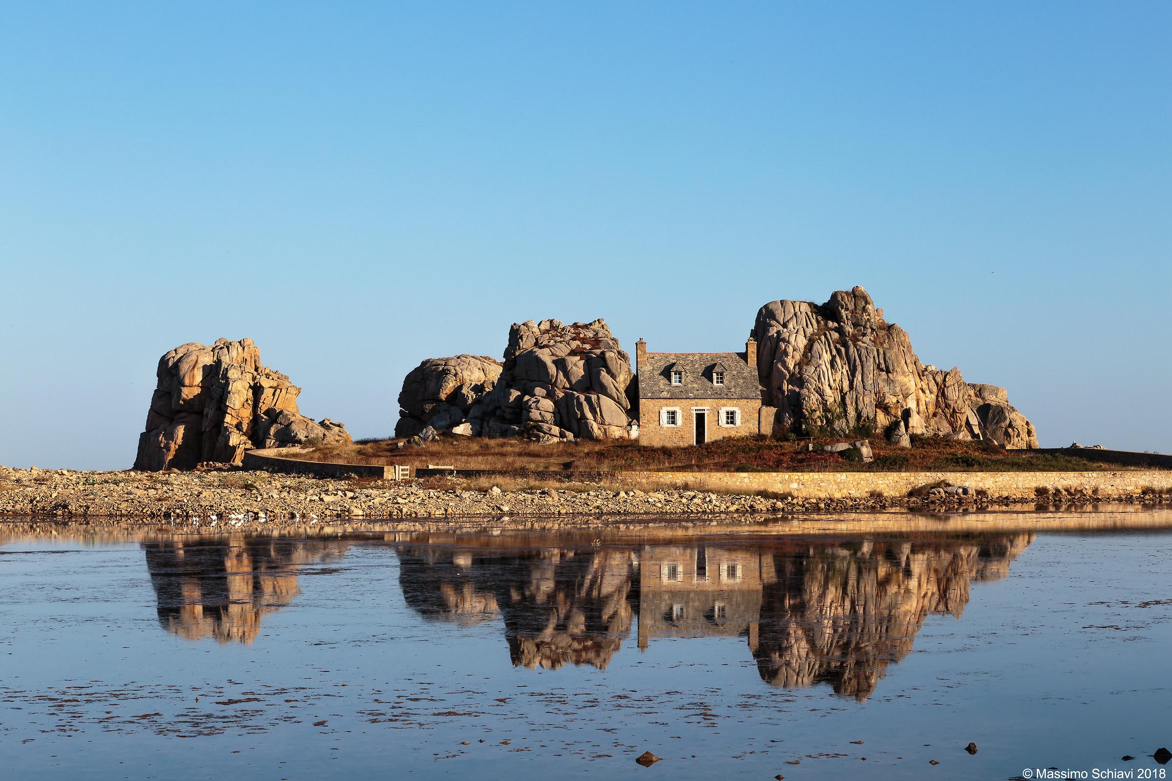 Castel meur, The cottage among the rocks....