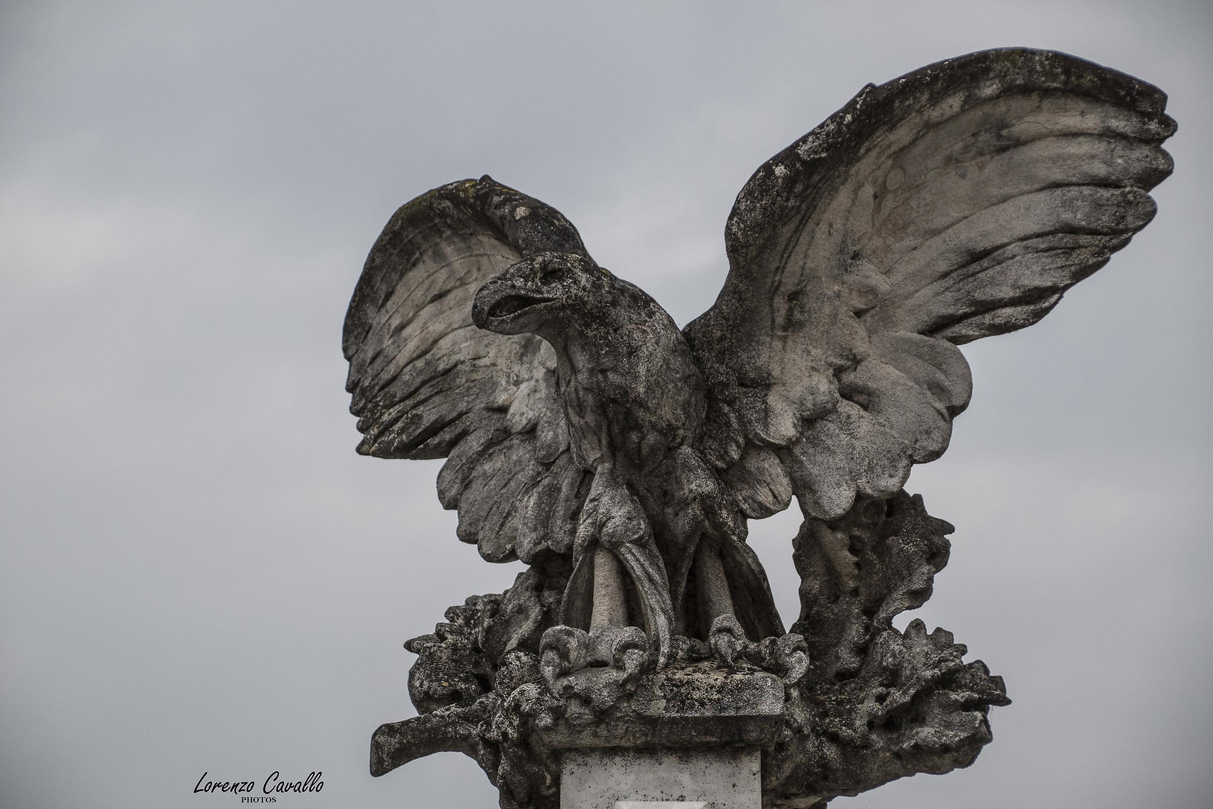 l' Aquila dei caduti...