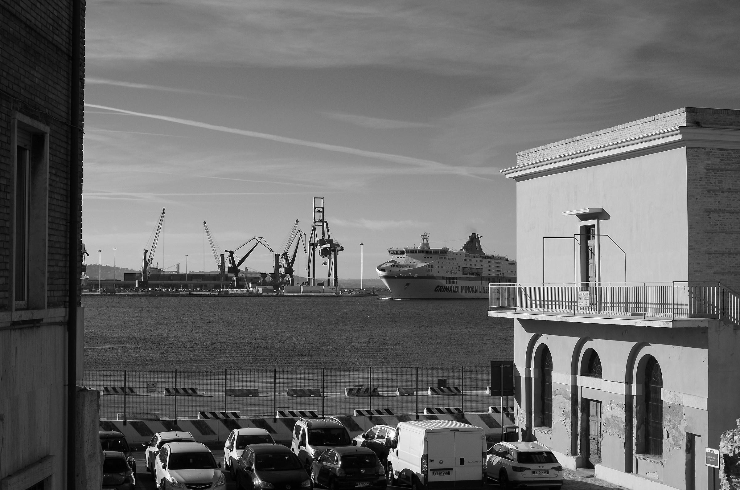 Nave Porto AN...