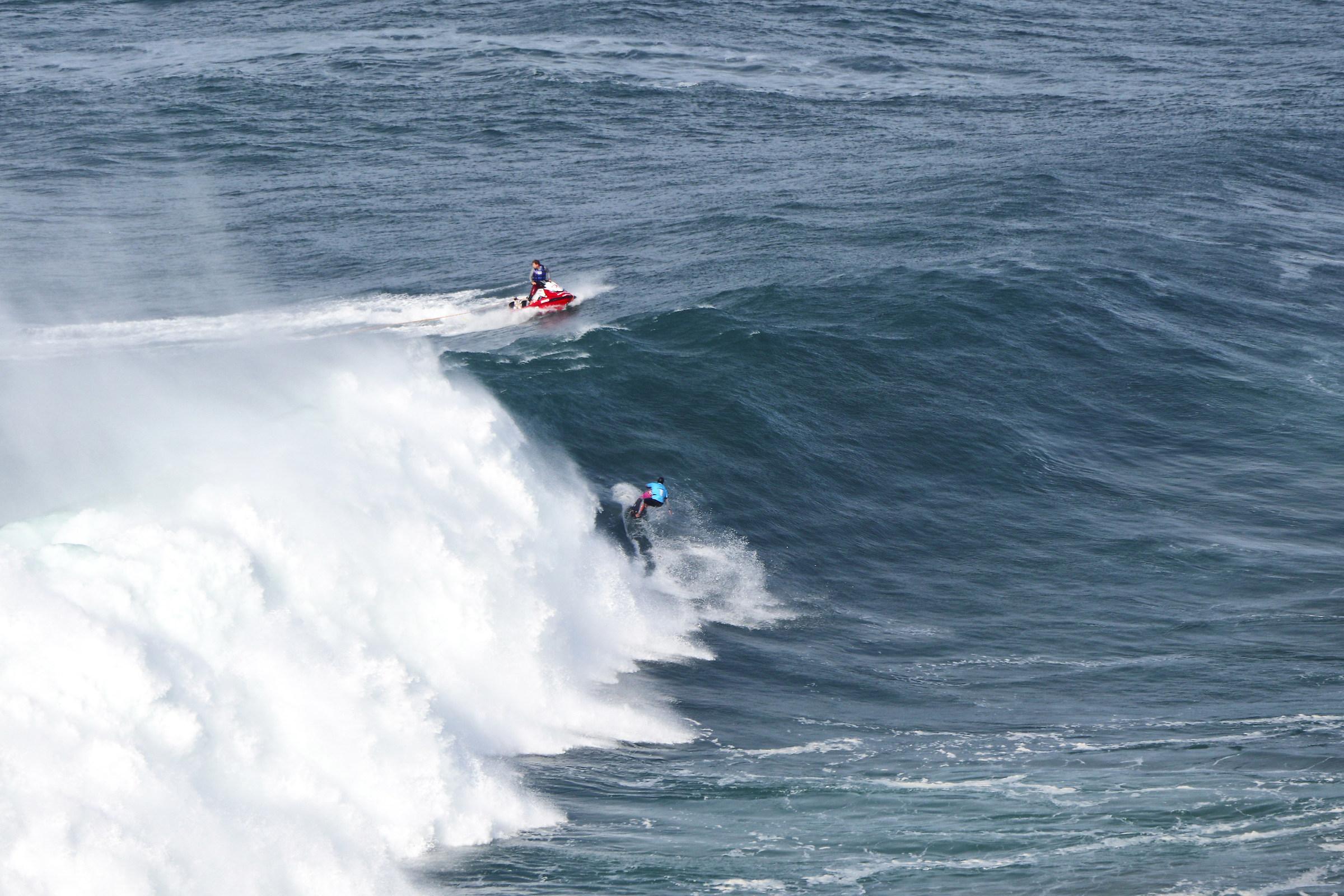 Surf in Nazareth 1...