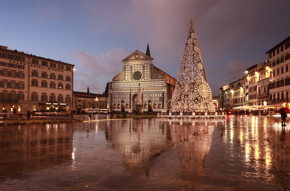 Florence... a square of greetings!...