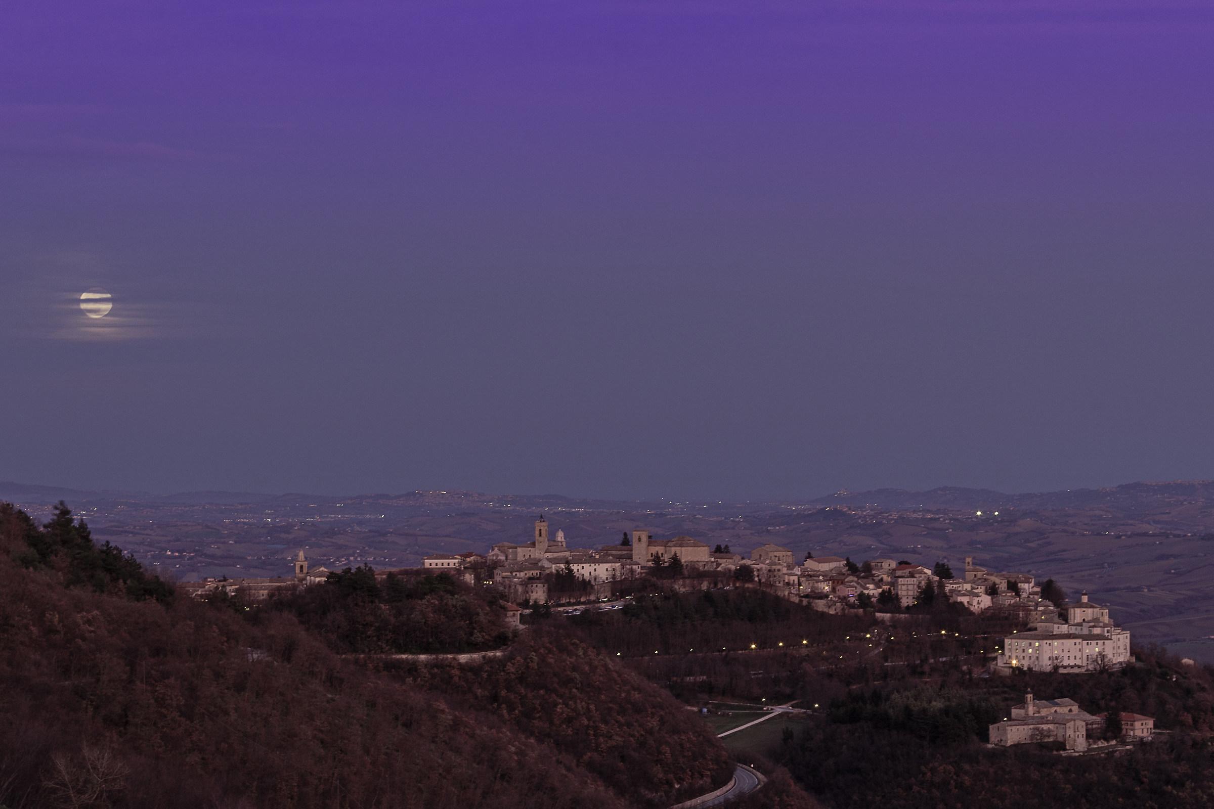 In the Moonlight-Cingoli...