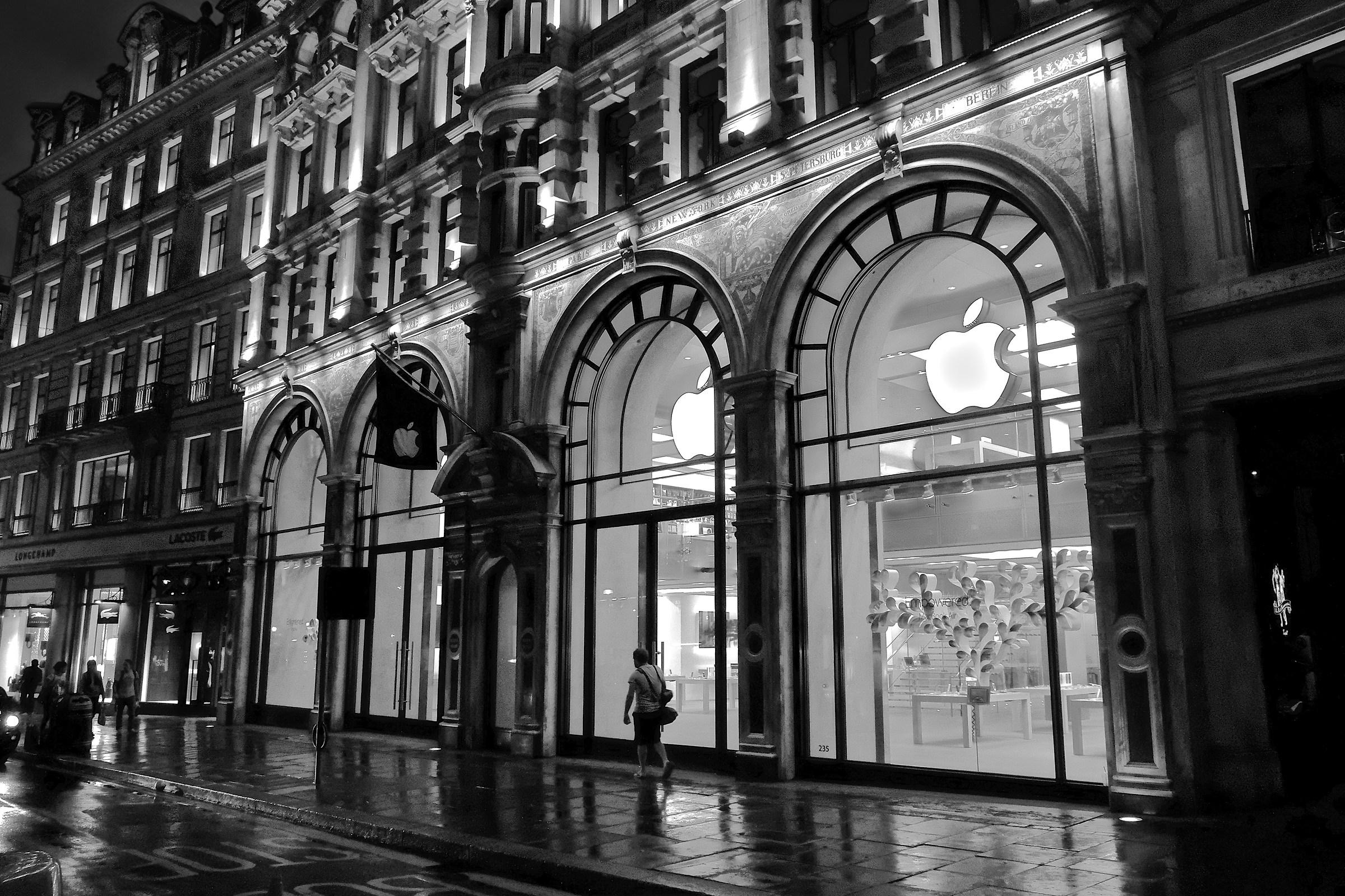 London Apple Store...
