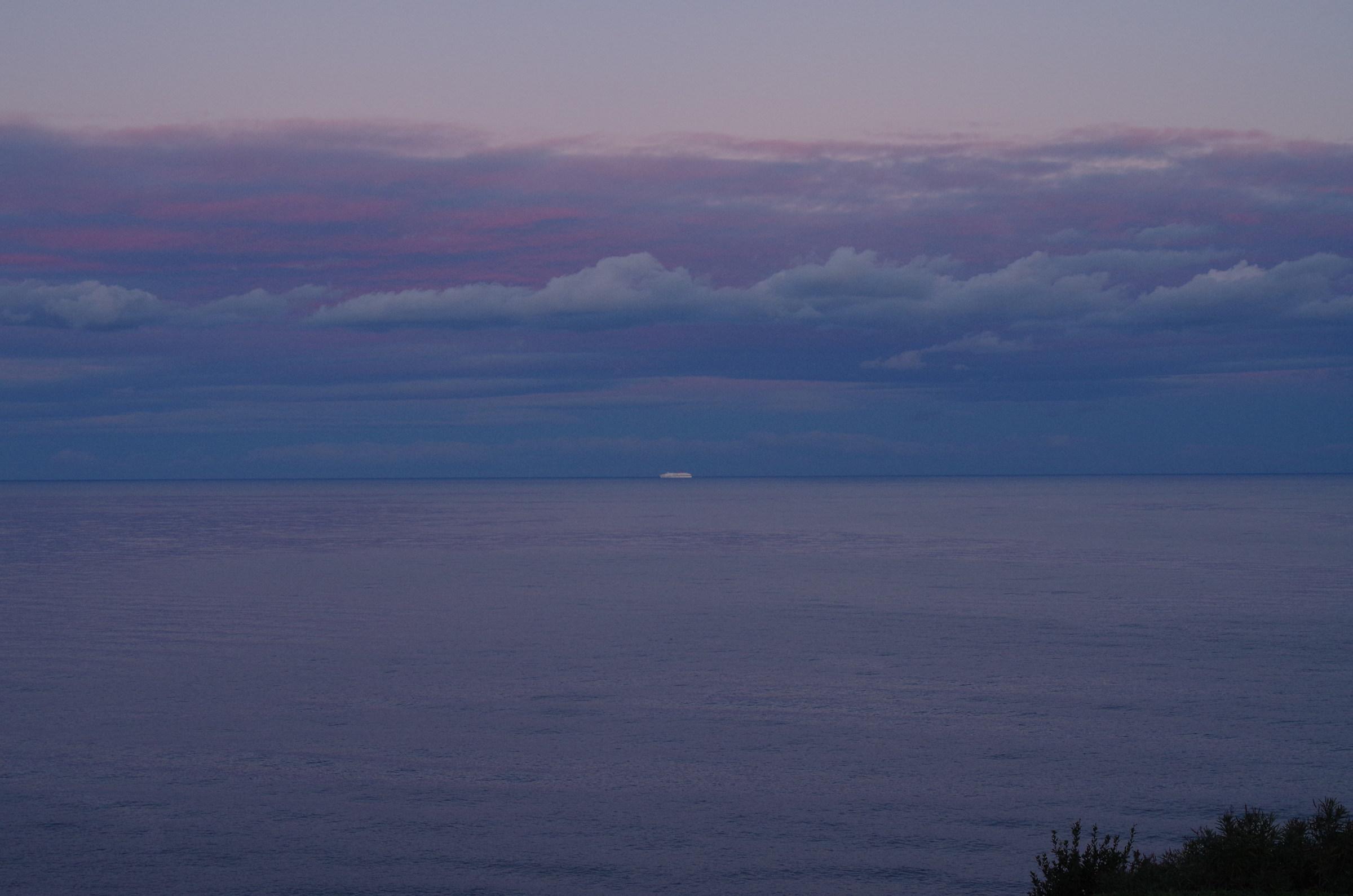 nave all'orizzonte blu...