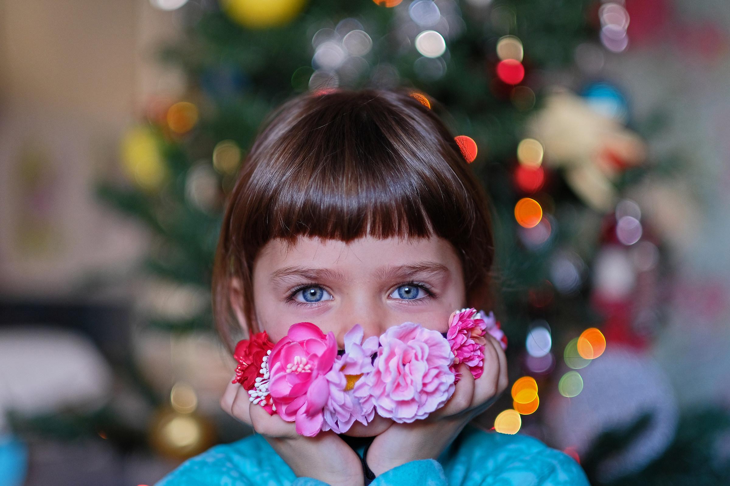"""Grandpa, do you like my band with flowers? Photographer..."