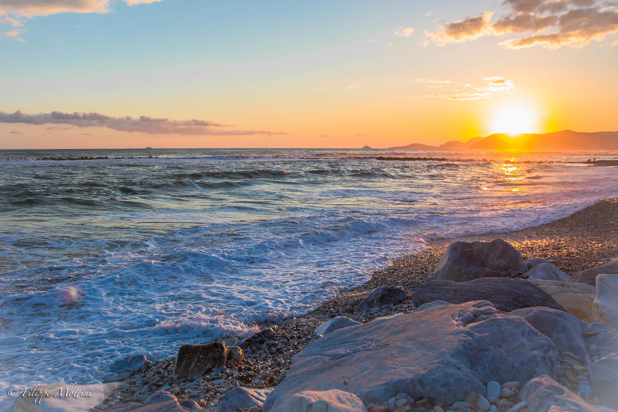 Il mare impetuoso al tramonto...