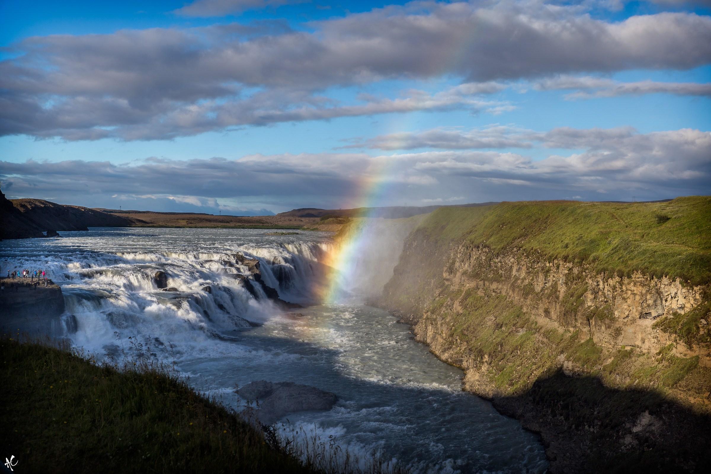 Se guardi in basso non troverai mai arcobaleni...
