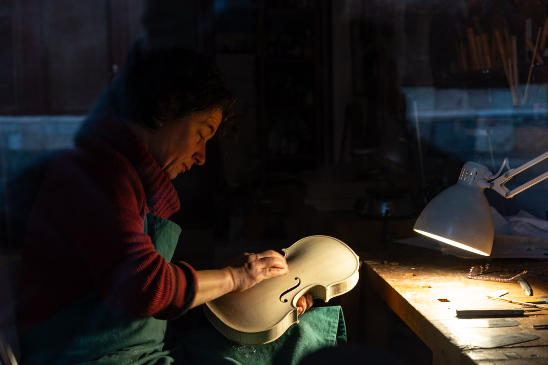 Traditional Cremonese violin Making...