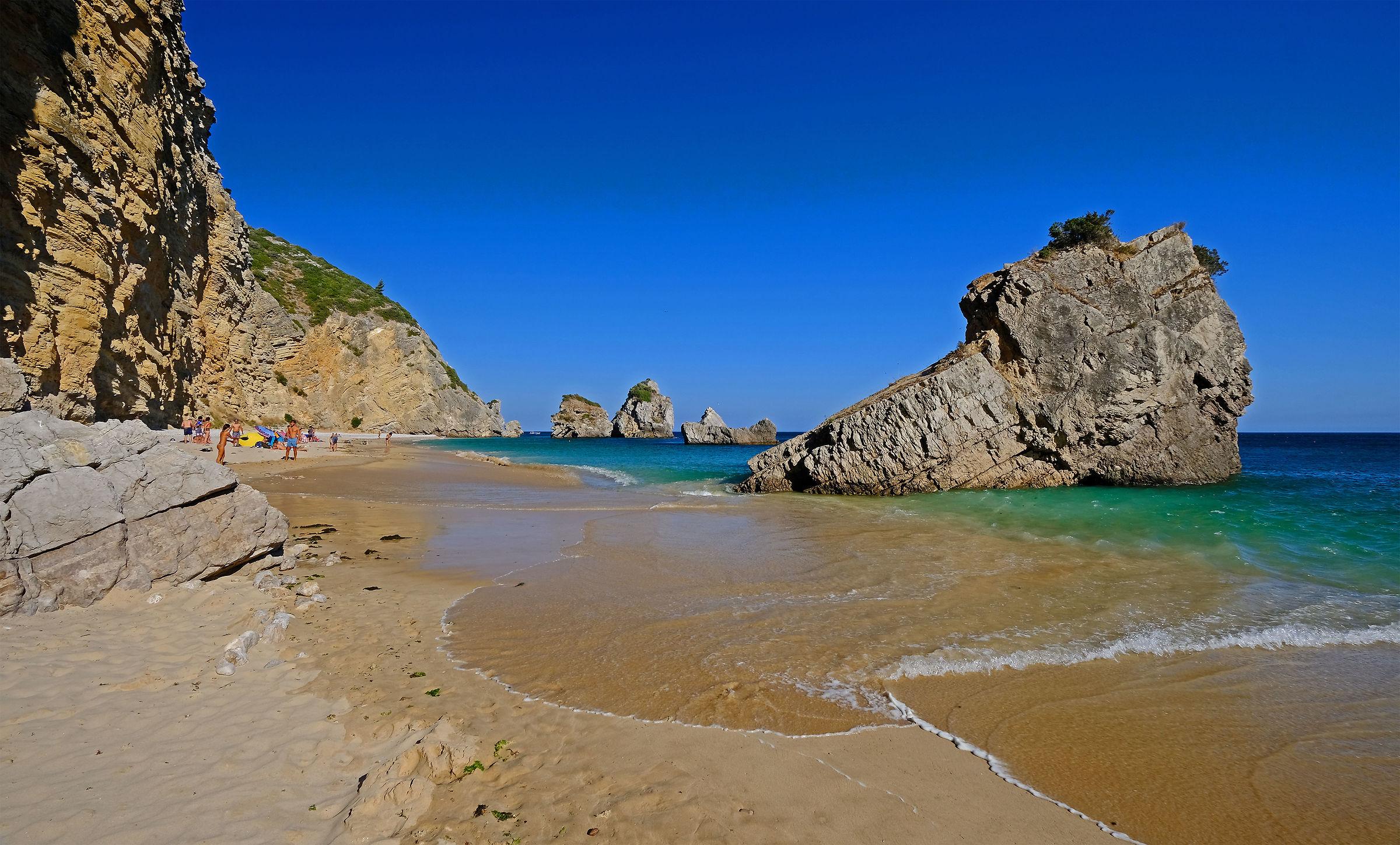 Praia do Ribeiro do Cavalho (Portugal)...
