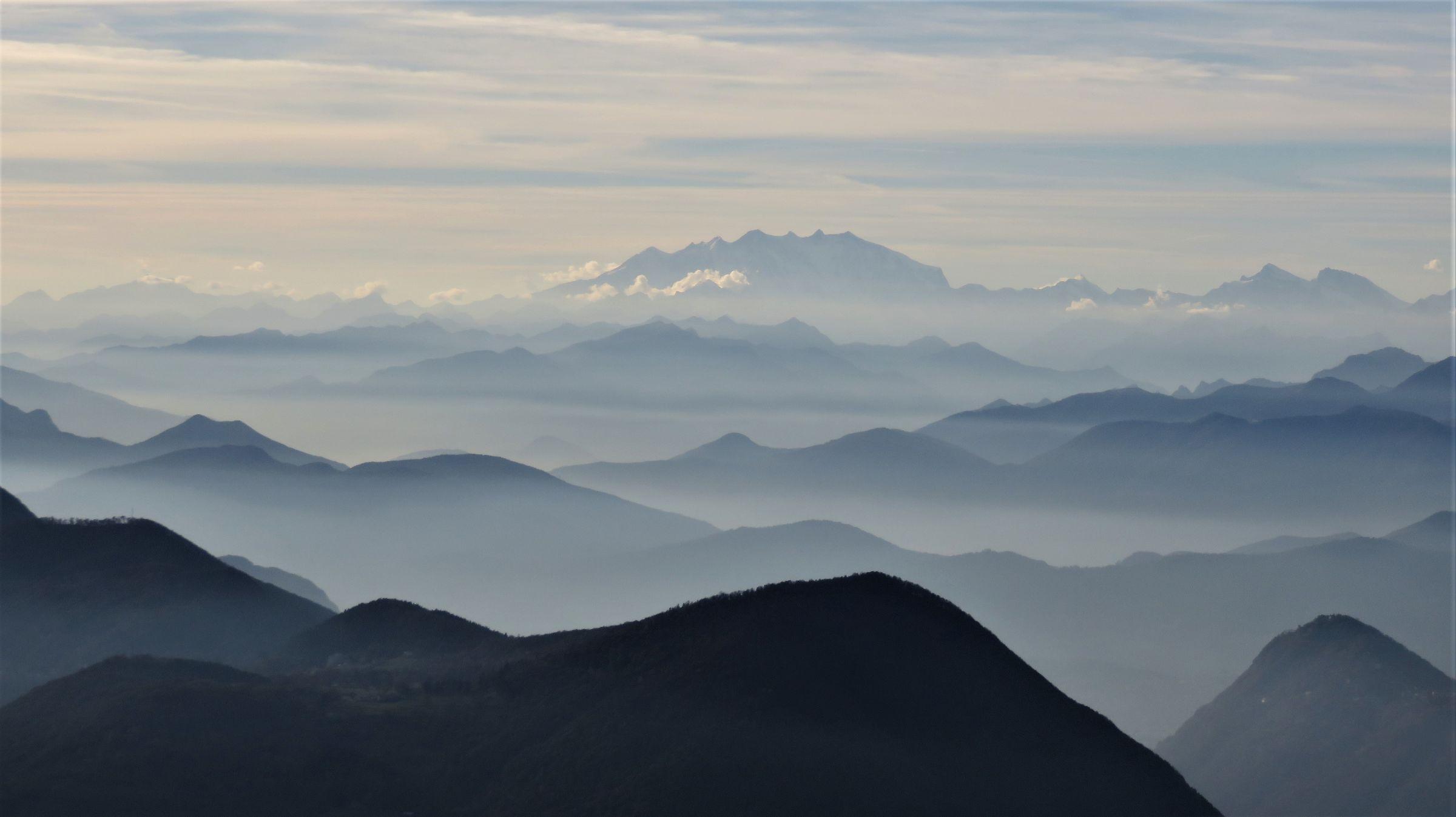 Vista dalla alta Val Borbera verso il Monte Rosa...