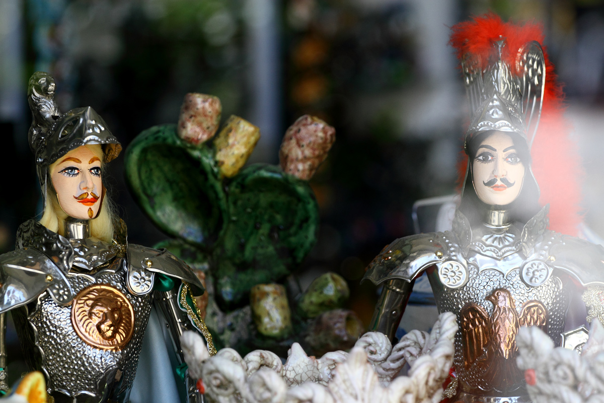 Catania - Piazza Duomo - Sicilian puppets ceramic...