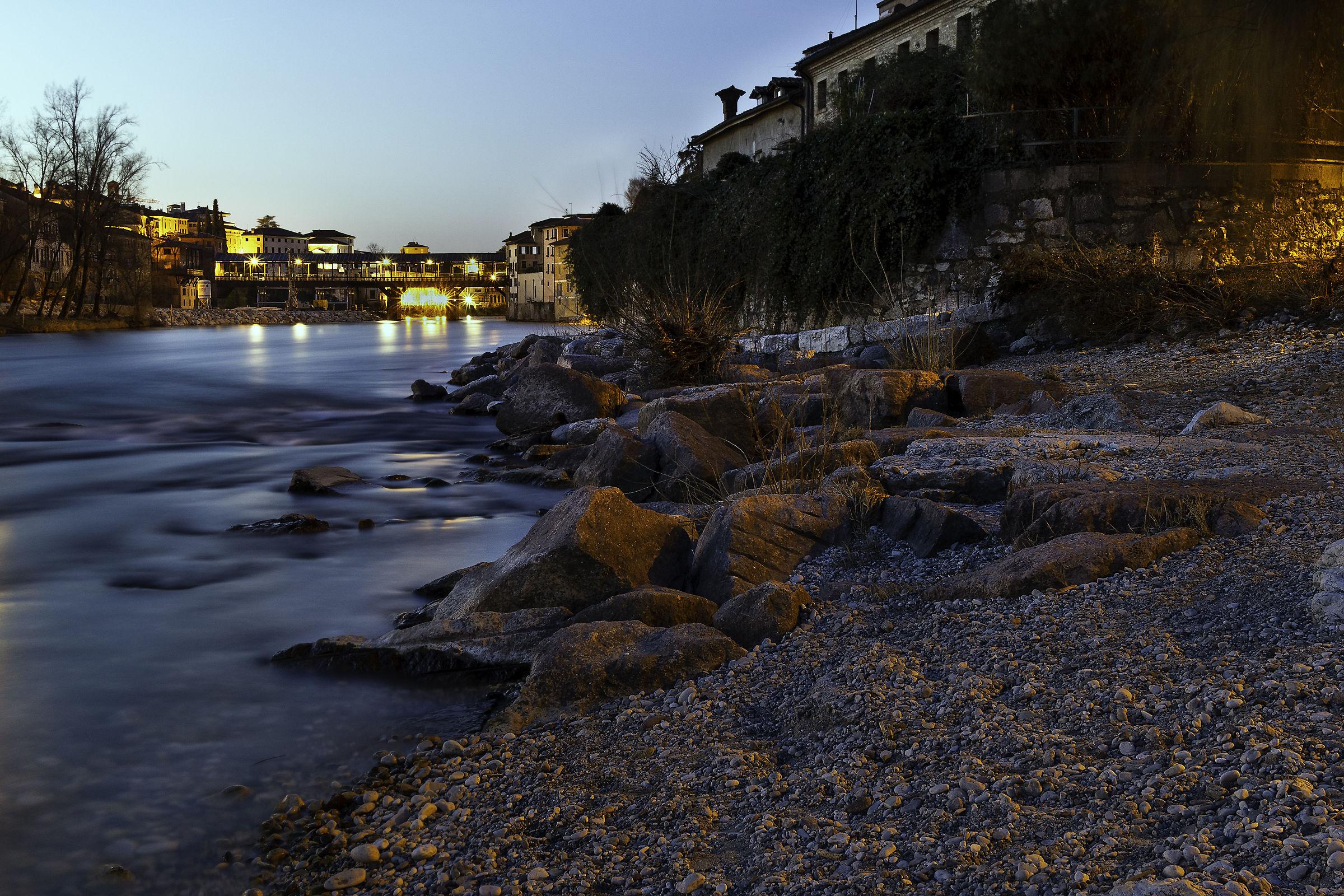 Ponte degli Alpini - ora blu...