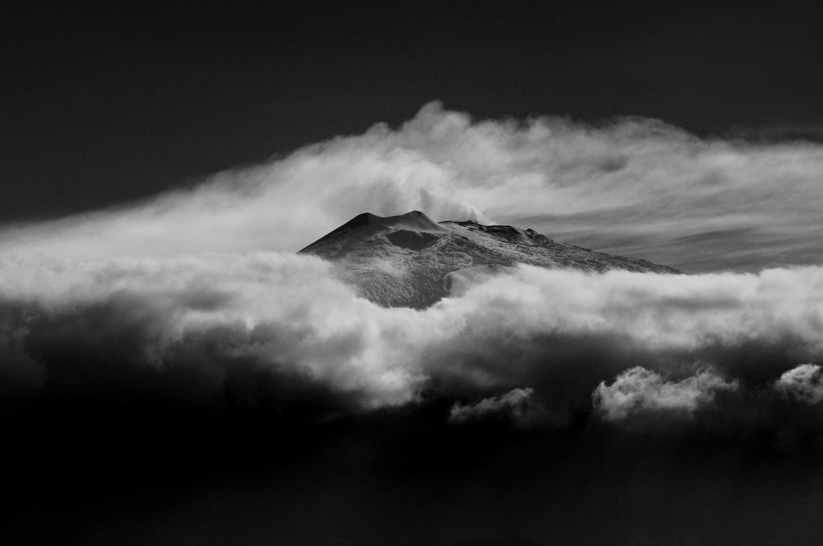 Etna storm nikon D90 70-300 zoom f 8 ISO 200...