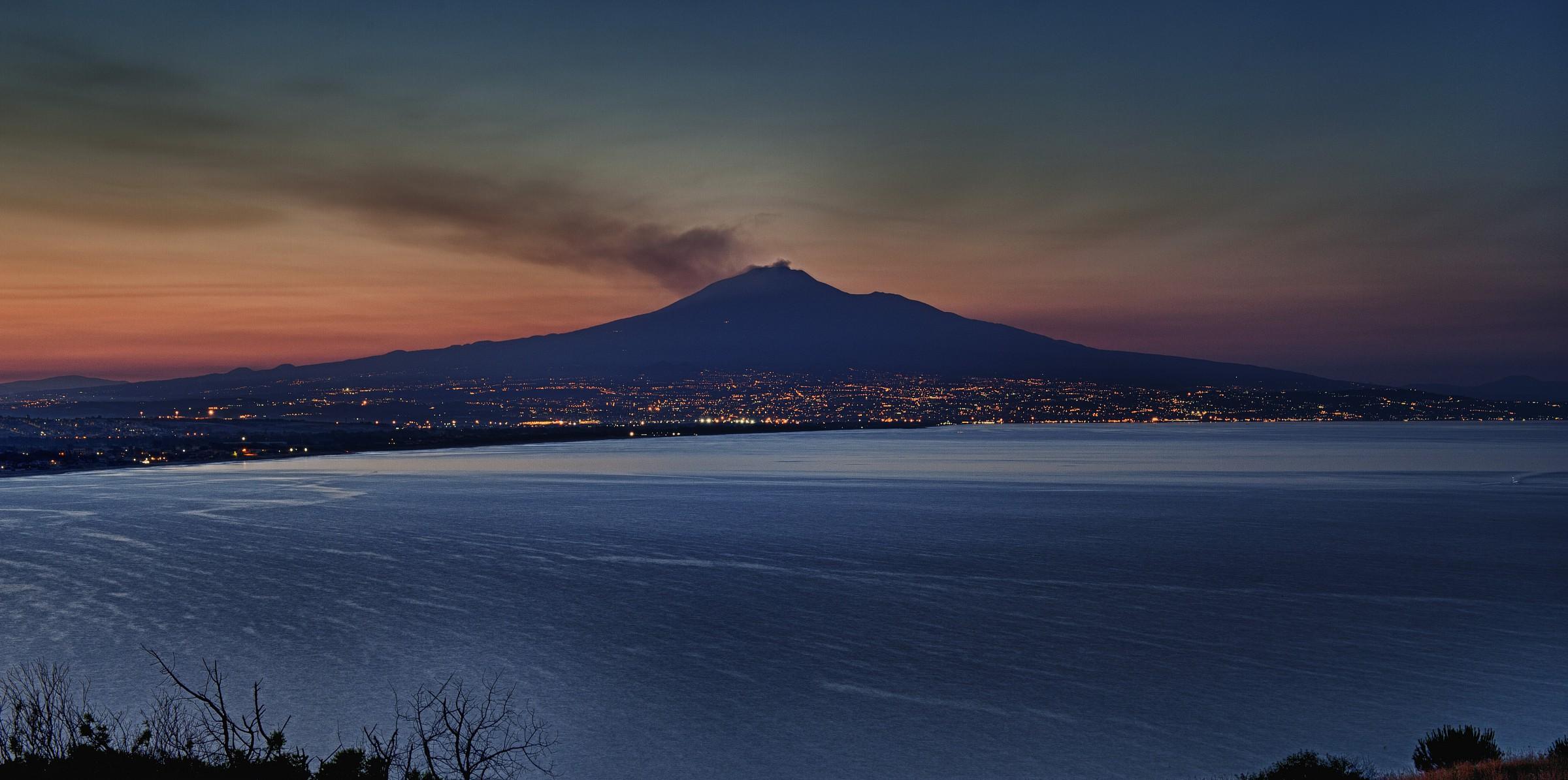 Tramonto a Costa Saracena... l'Etna e Catania.......