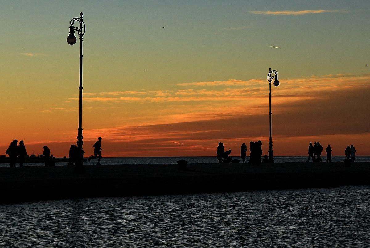 silouette riuscita a metà... sul molo audace a Trieste...