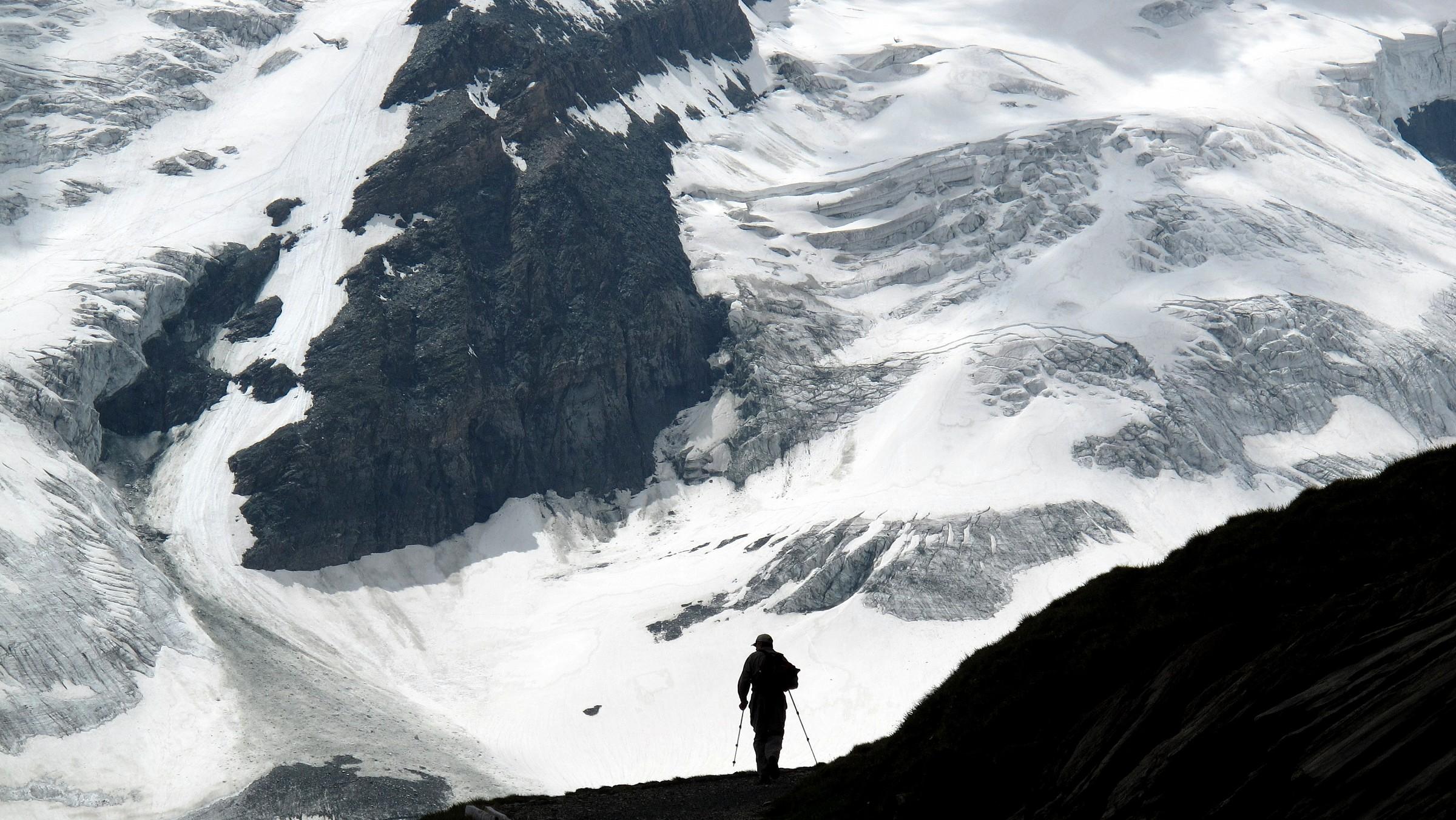 Uomo, ghiaccio (Man, glacier)...