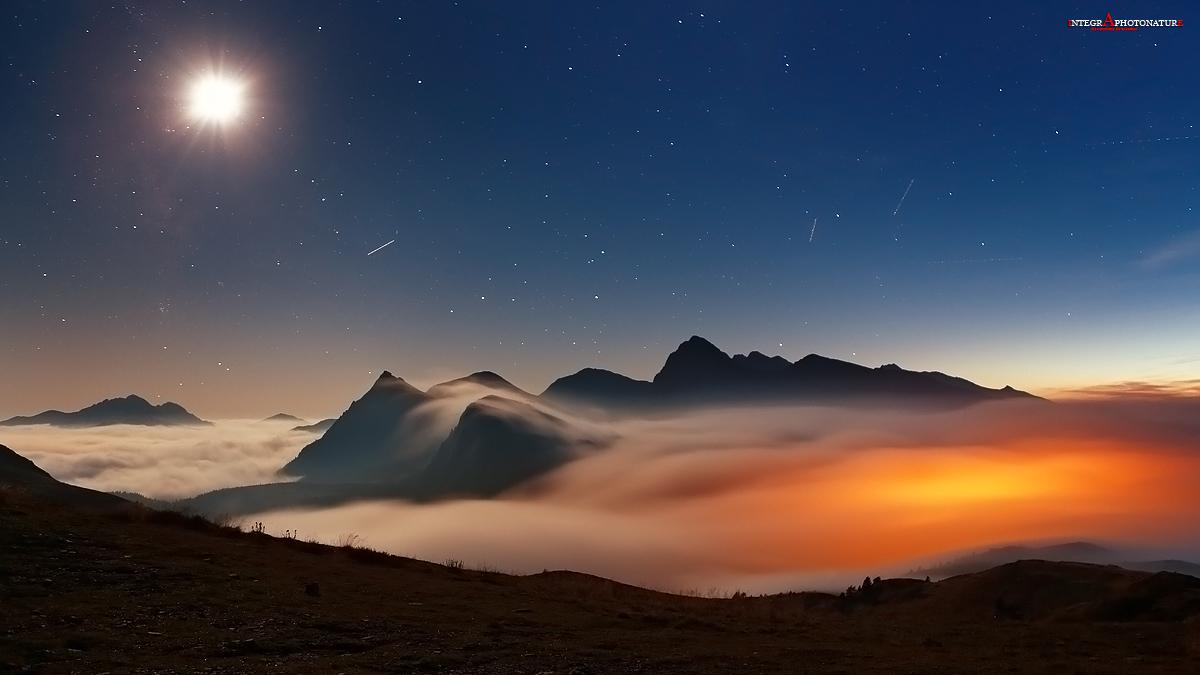 the moon illuminates the heaven above rolle '...