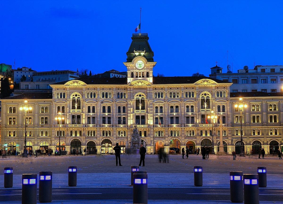Trieste - Piazza Unità d'Italia - municipio...
