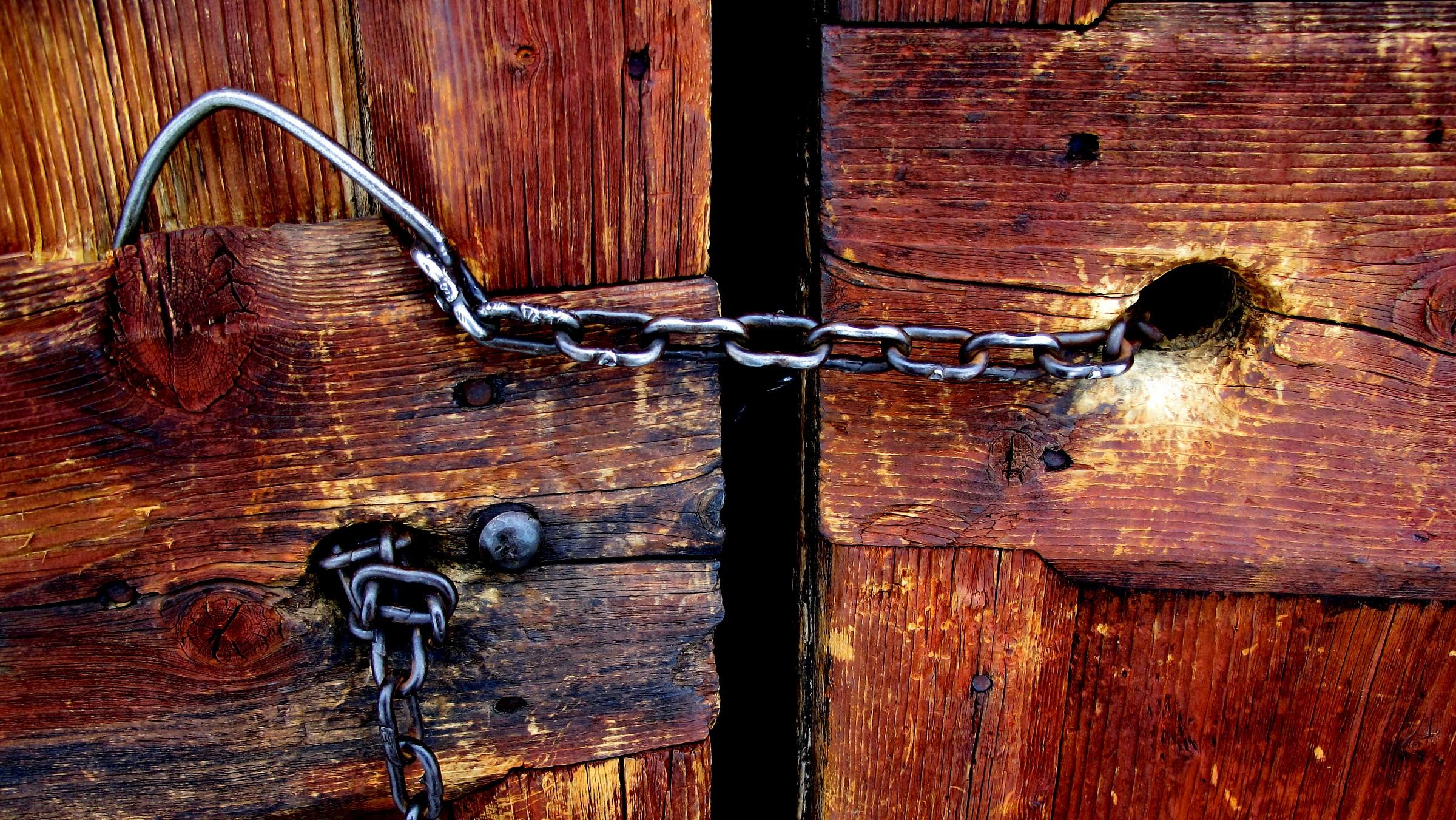 Chiuso, closed...