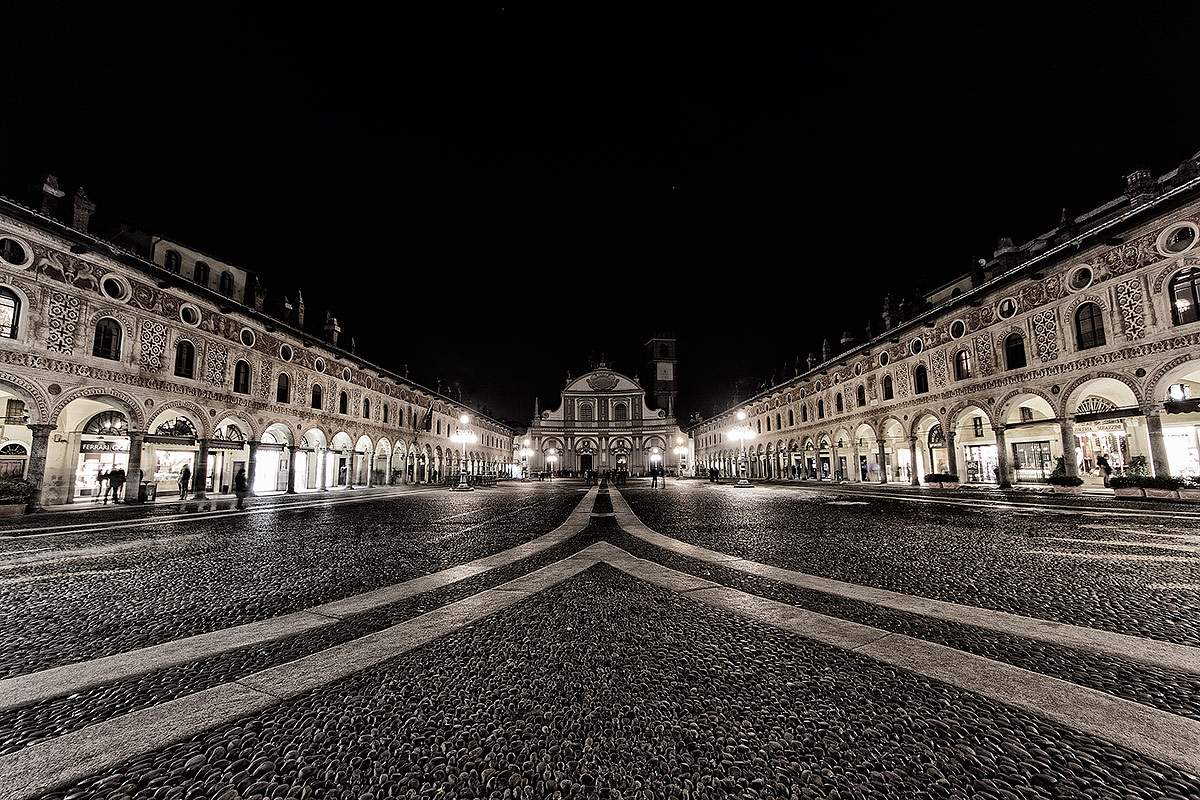 Piazza di Vigevano by Night...