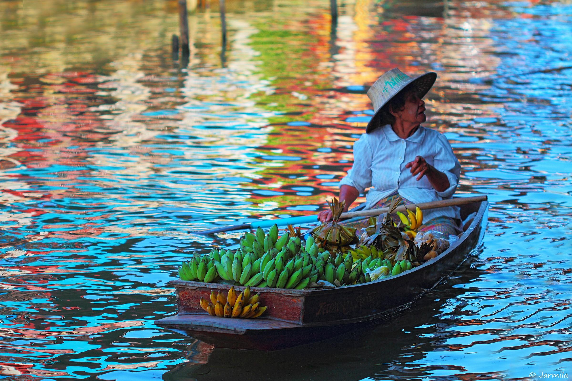 La signora thailandese del mercato galleggiante...