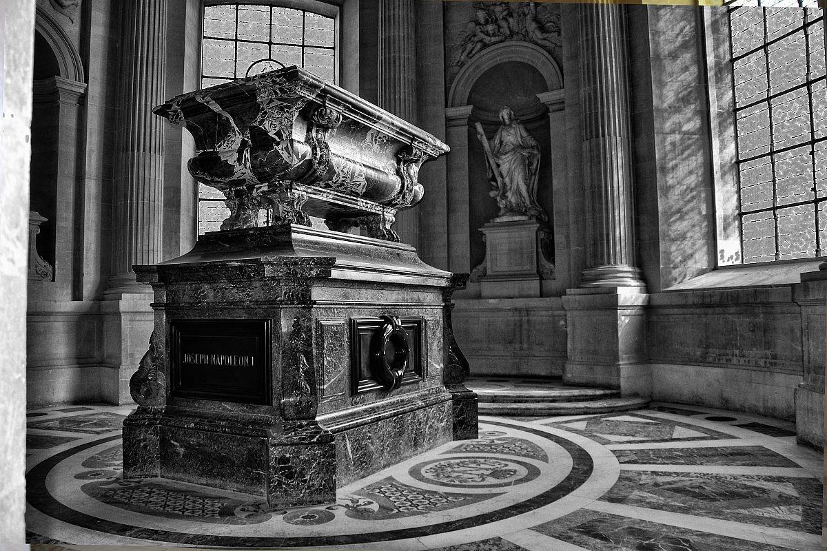 tomb of Napoleon 2...