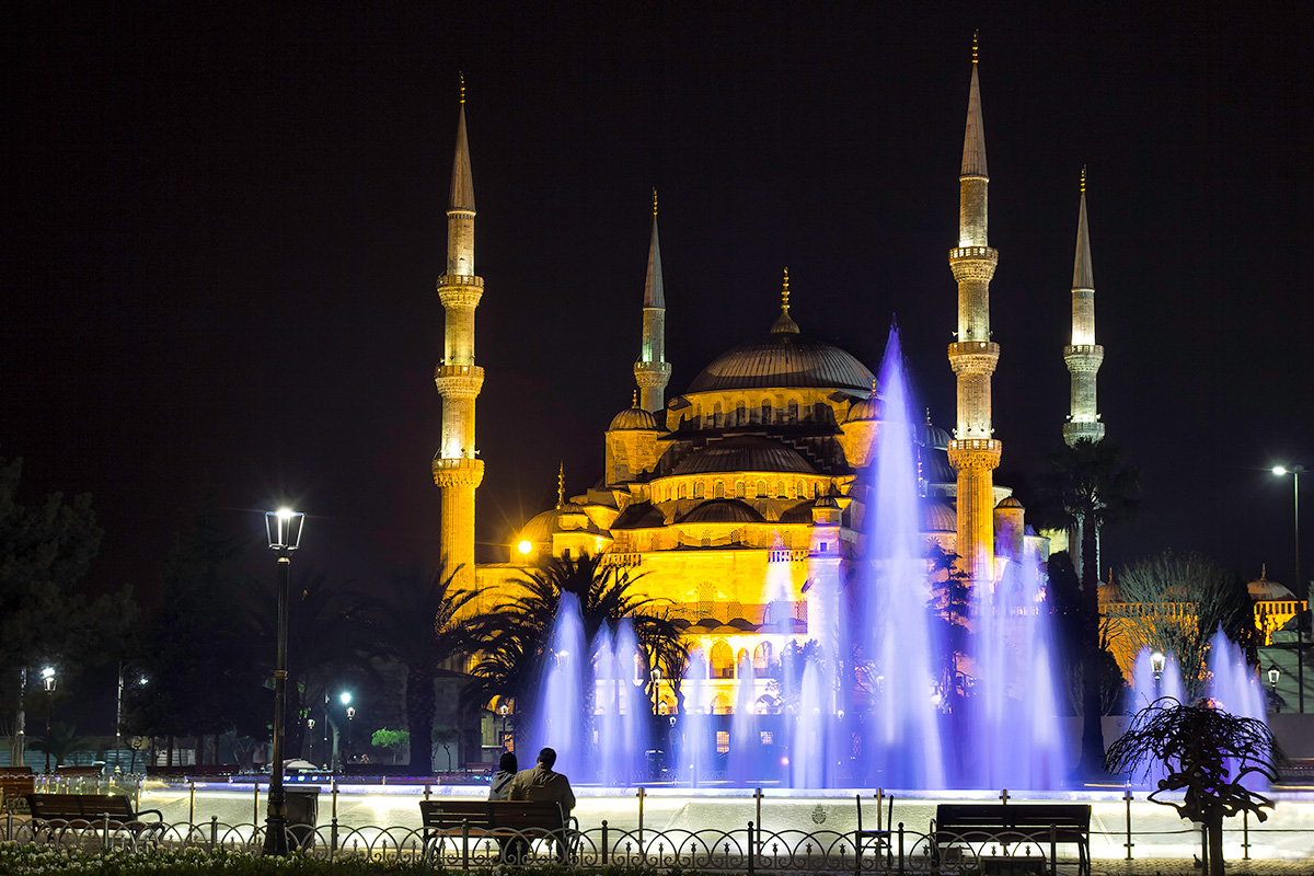 Admiring the great Blue Mosque in Istanbul...