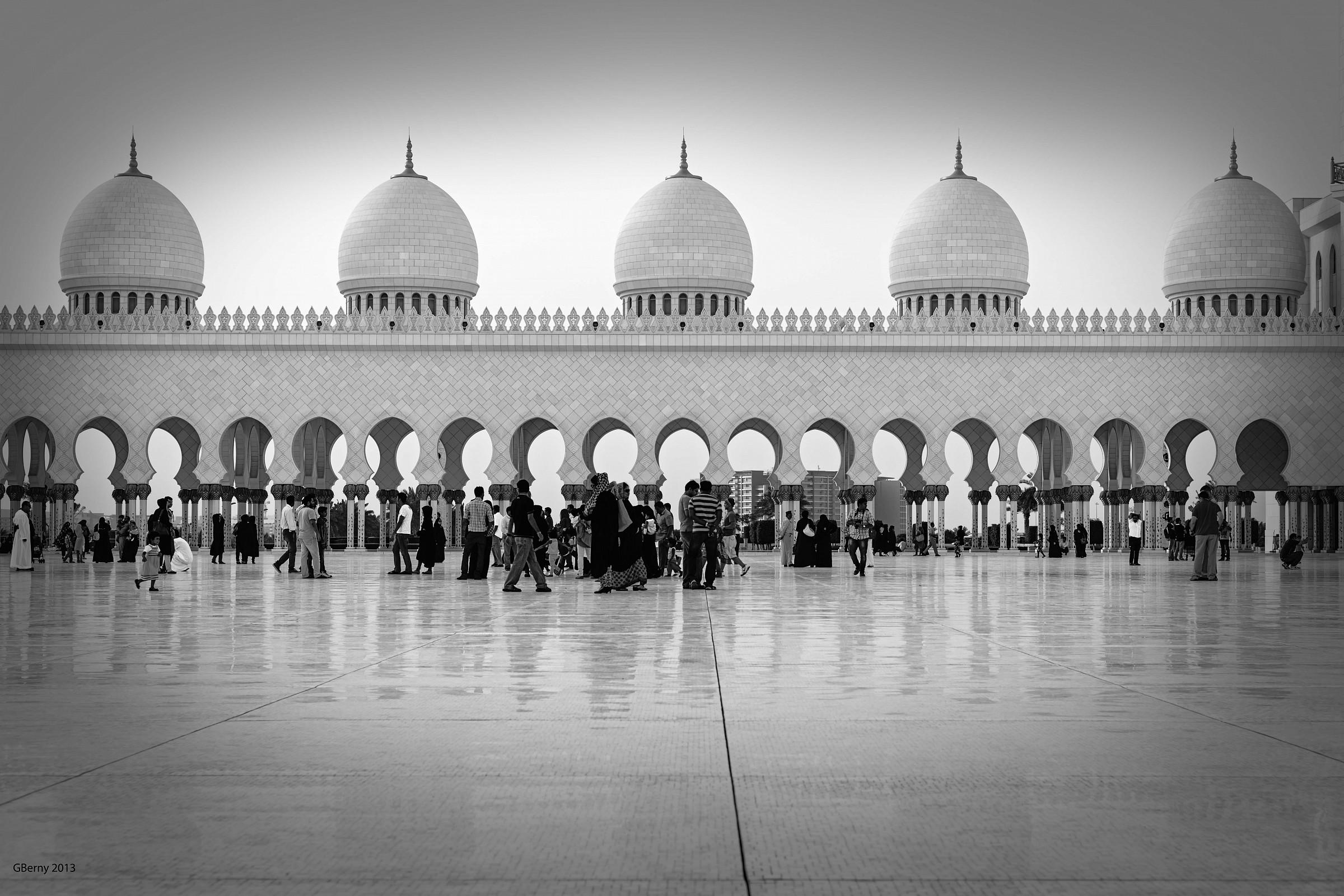 Abu Dhabi - Sheikh Zayed Grand Mosque...