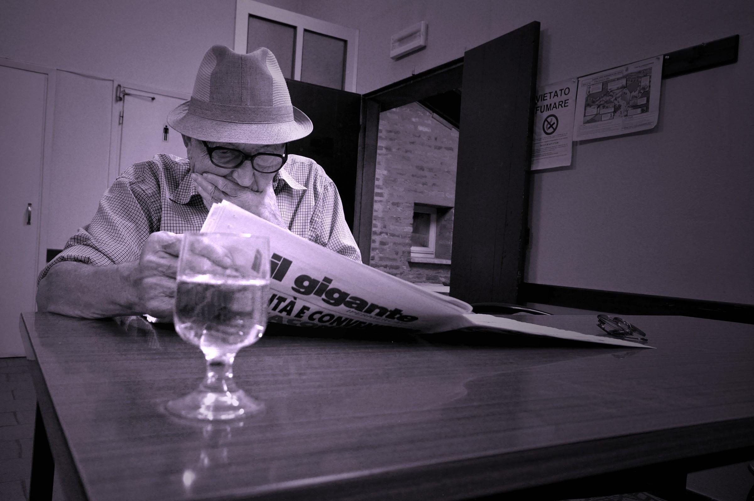 Newspaper and bianchino / Newspaper & wine...