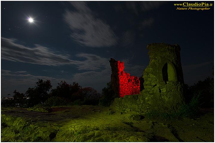 Torre saracena al chiaro di luna.....