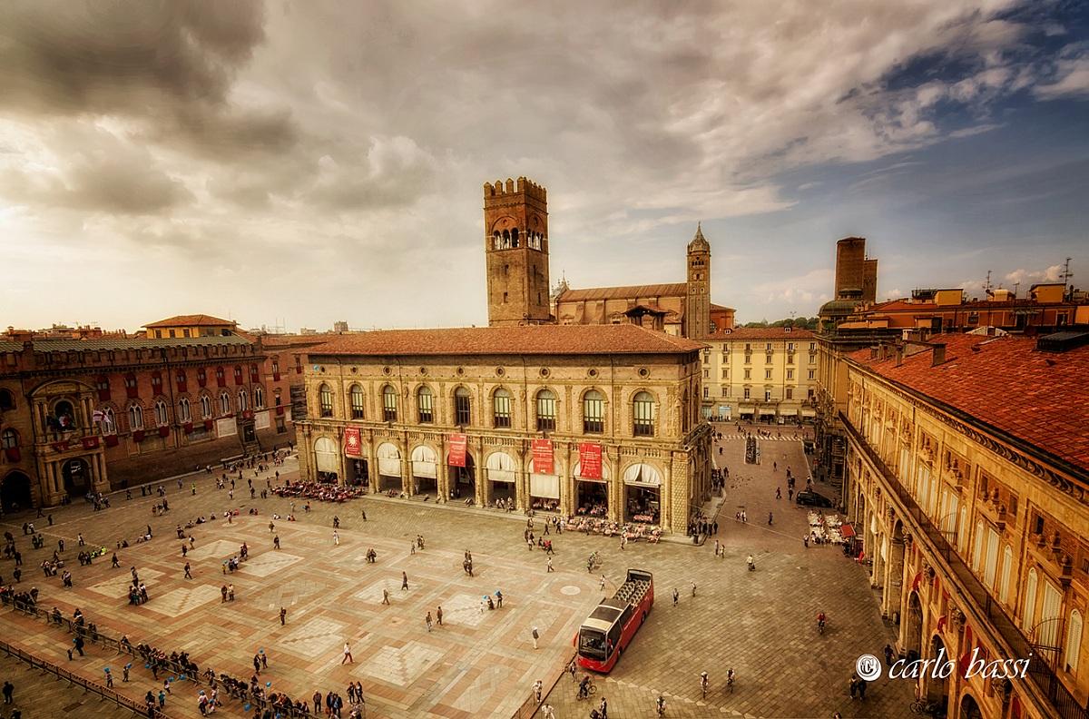 Bologna, Piazza Maggiore...