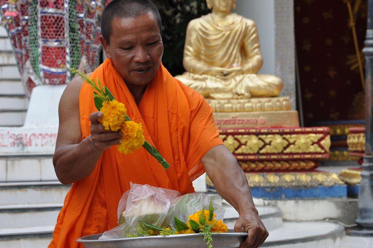 Monaco al tempio Phra Yai III...