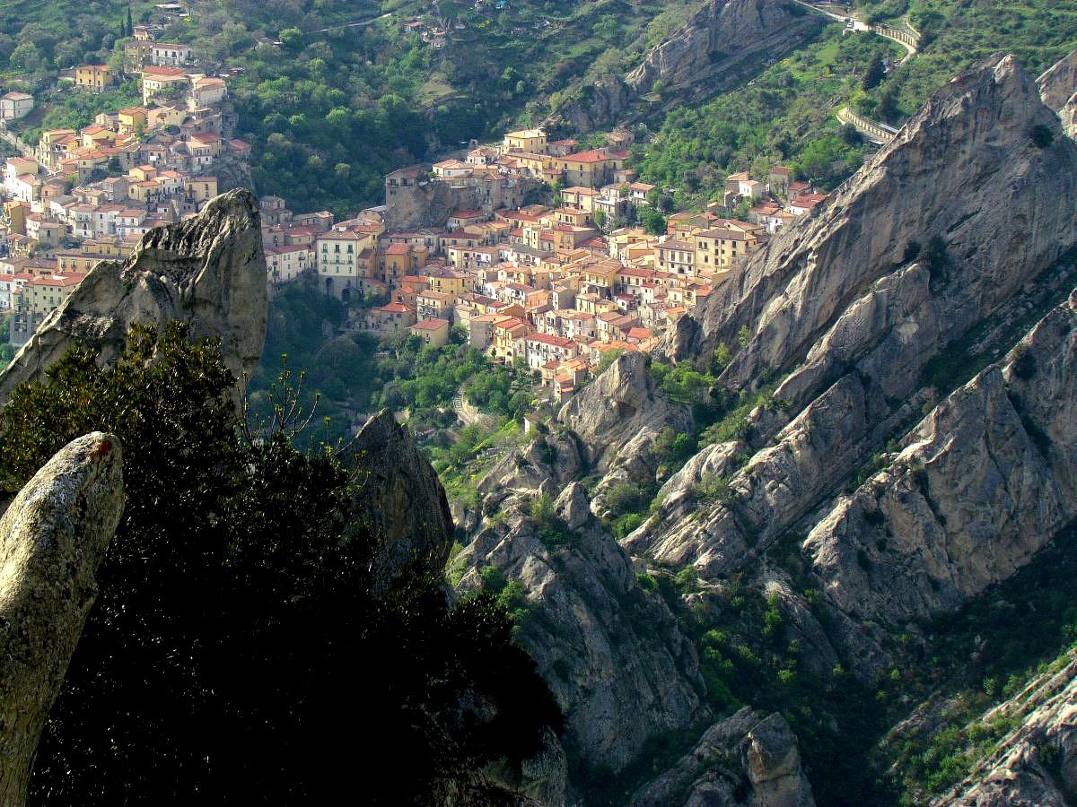 Castelmezzano seen from Pietrapertosa_Dolomiti Lucane...