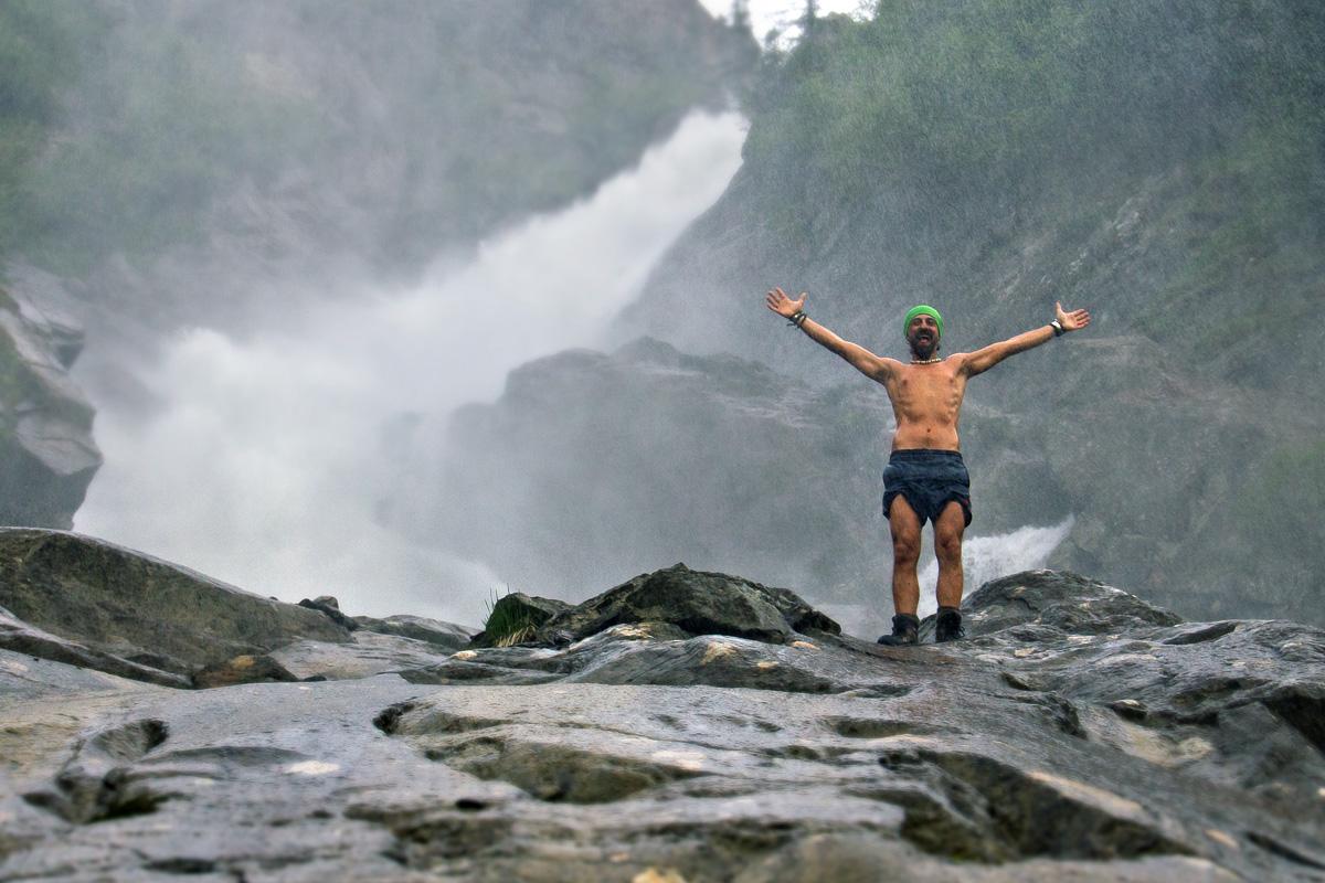 Una doccia alla cascata del rutor juzaphoto