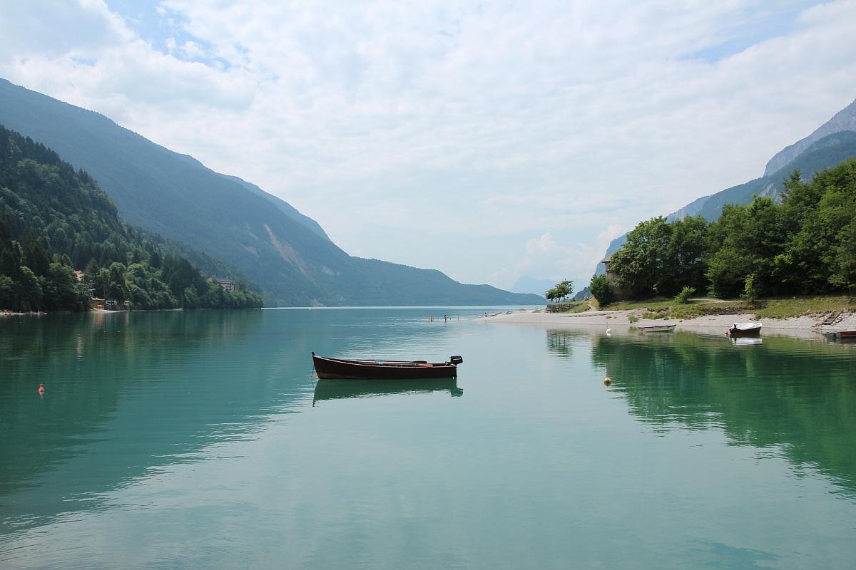 Risultati immagini per barca lago