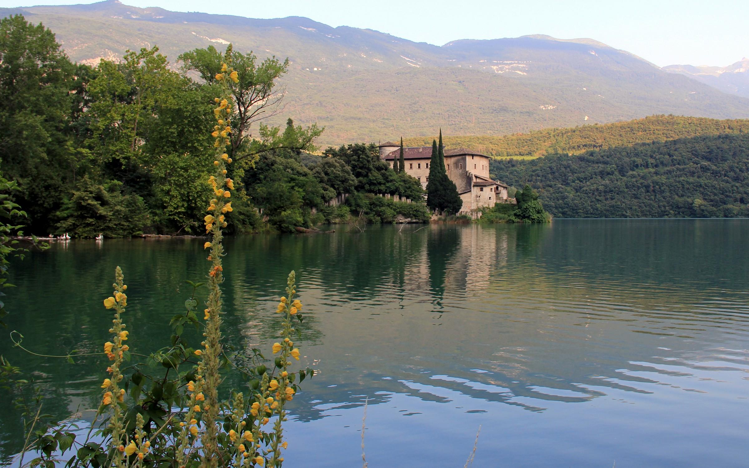 Castel Toblino d'estate...