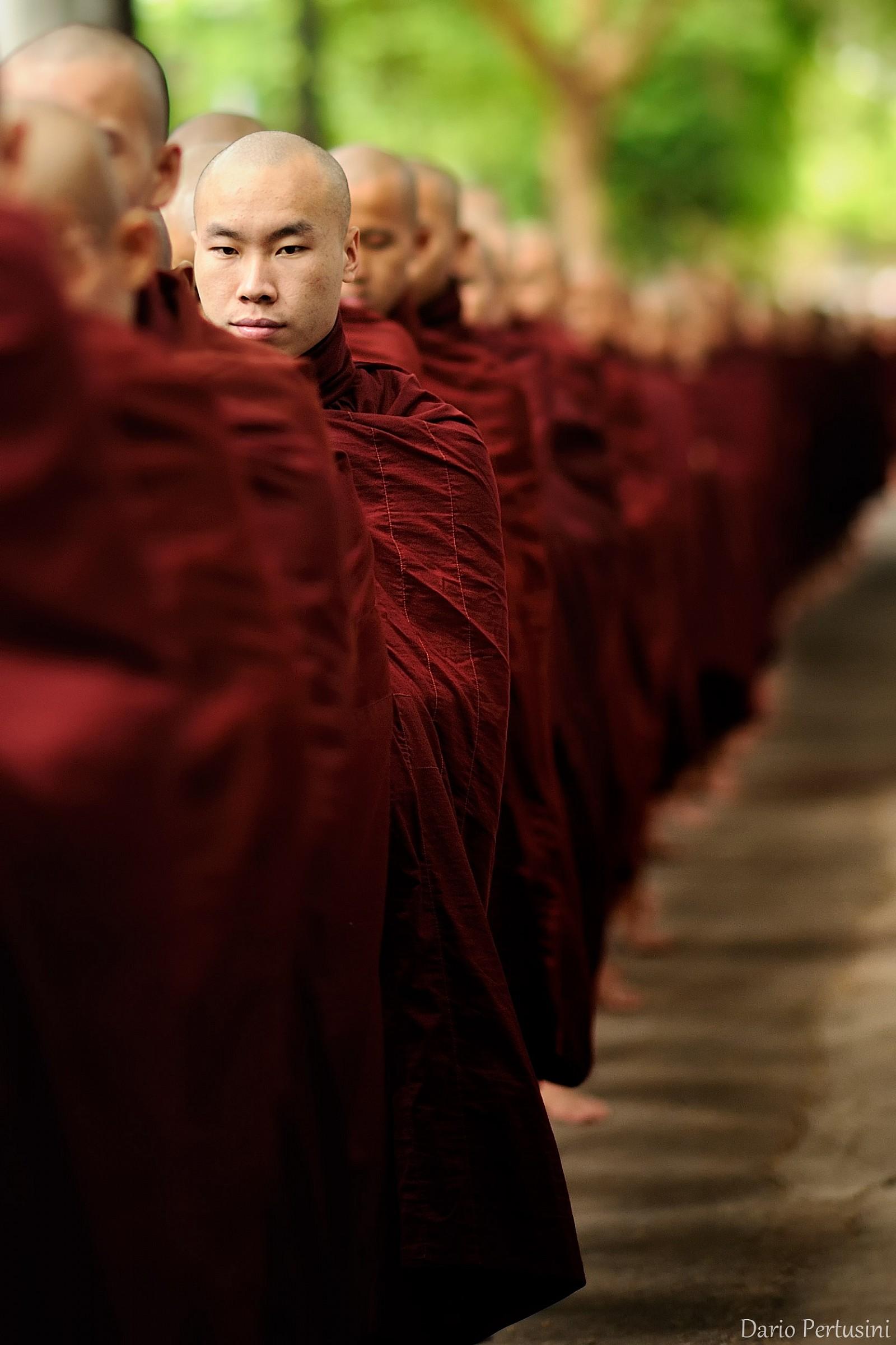 In fila per il pasto (Mandalay, Birmania)...