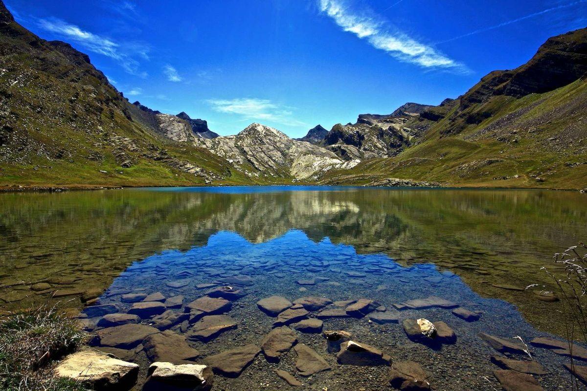 Lake Lauzanier FR. (2284)...